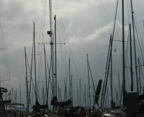 Lelystadt - Mast gerade gestellt