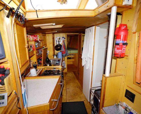 Innenaufnahme - Küche mit Blick nach Vorn