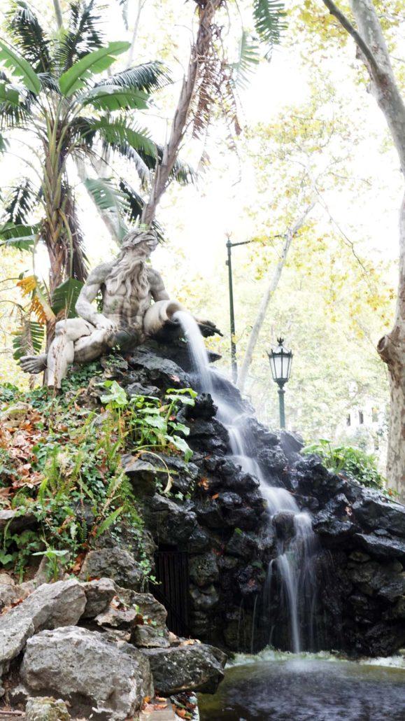 Statue an der Avenue de Liberdad