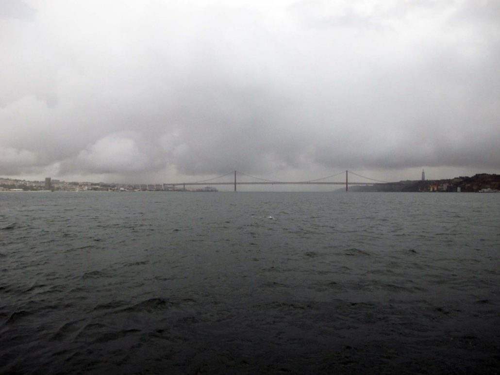 Rio Tejo Lissabon im Blick