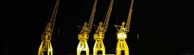 Huelva - Kräne am Hafenbecken