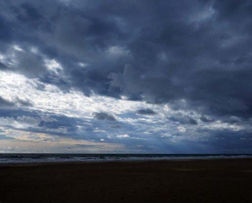Punta Umbria - Strand bei Abend mit Wolke