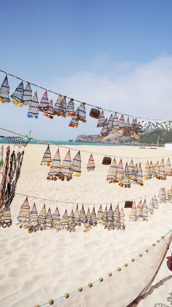 Nazare - Fischernetze an der Promenade