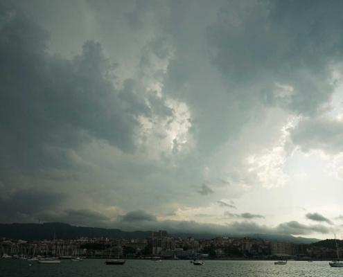 Wolken . . . . . In der Bucht von Bilbao