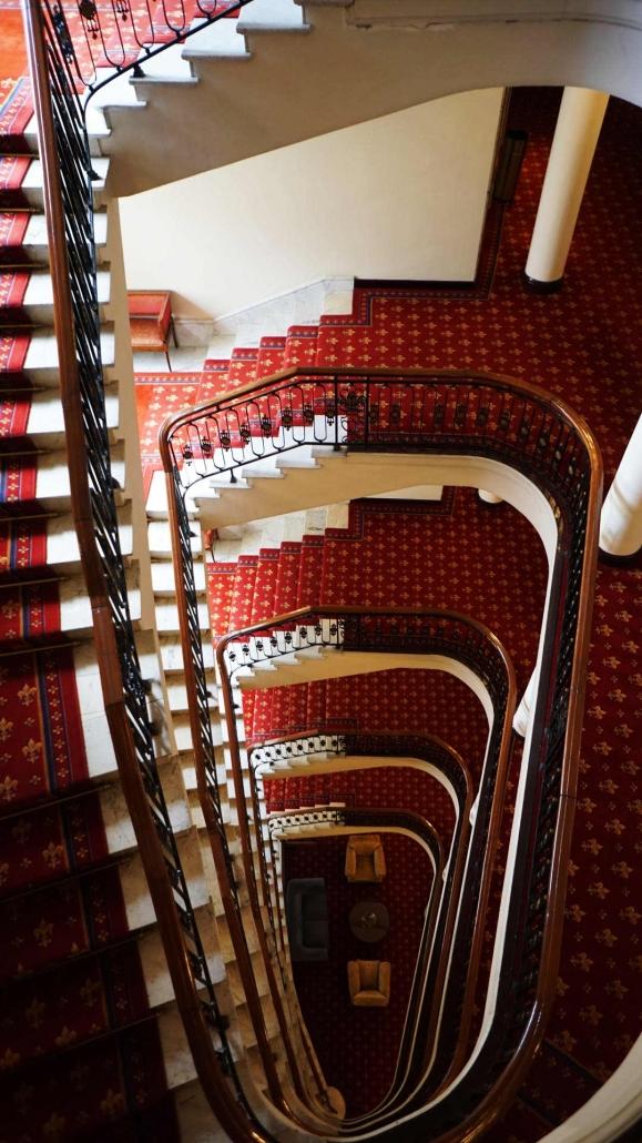 Bilbao - Rote Treppe im Hotel