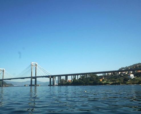 Ria de Vigo - Brücke am Ende des Rias