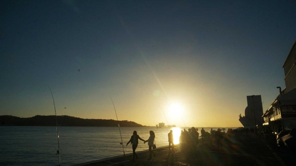Lissabon - Sonnenuntergang am Tejo in Belem
